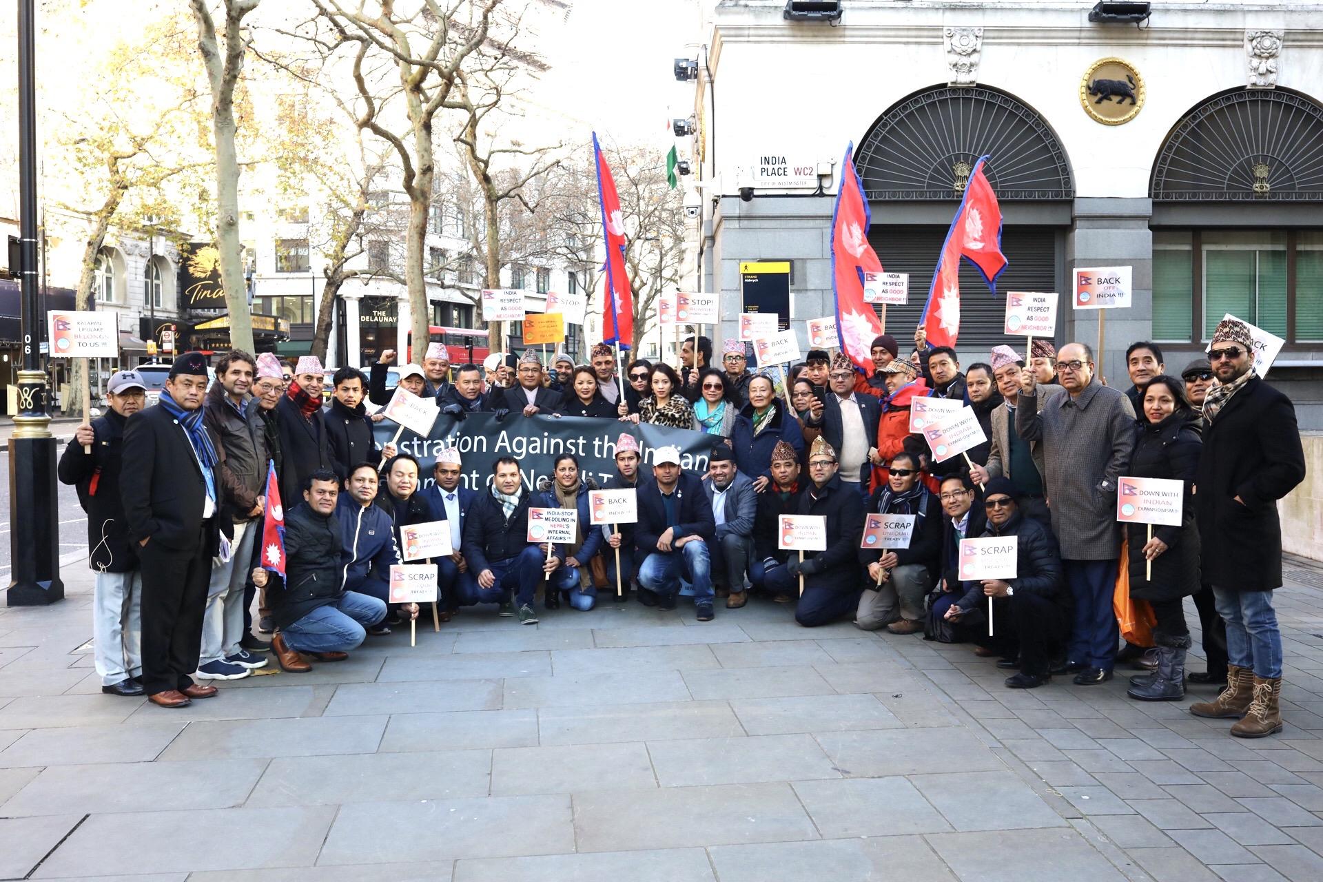 NRNA UK   ले लण्डन स्थित भारतीय हाई कमिसन अगाडी ब्याक अफ इन्डियाको नारा लगाउदै